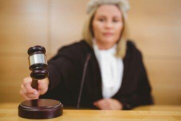 Orlando Florida divorce judge tapping gavel- image