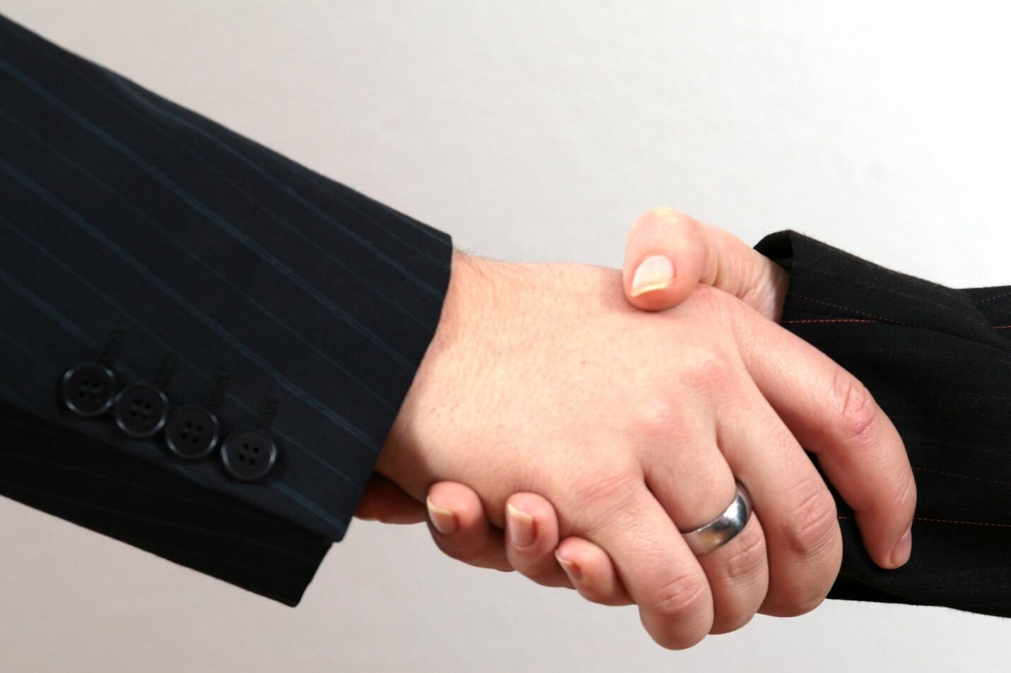 2 hands shaking after collaborative divorce