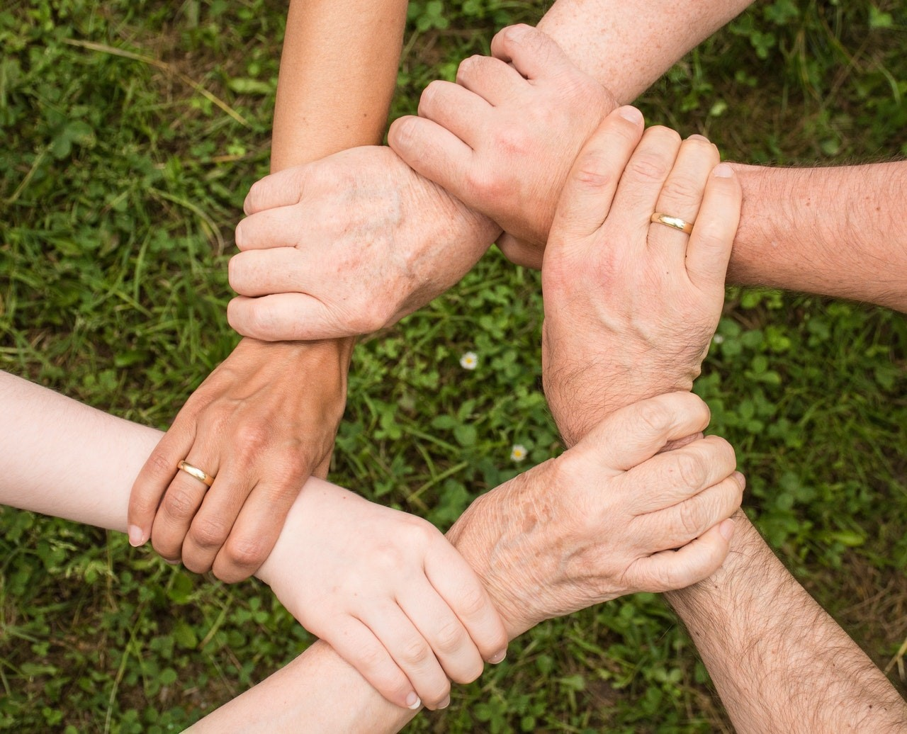 Collaborative divorce attorney Orlando – image of 6 hands gathered together